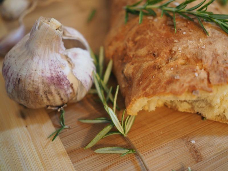 garlic bread recipe, easy garlic bread, no-knead bread, recipe, garlic and rosemary