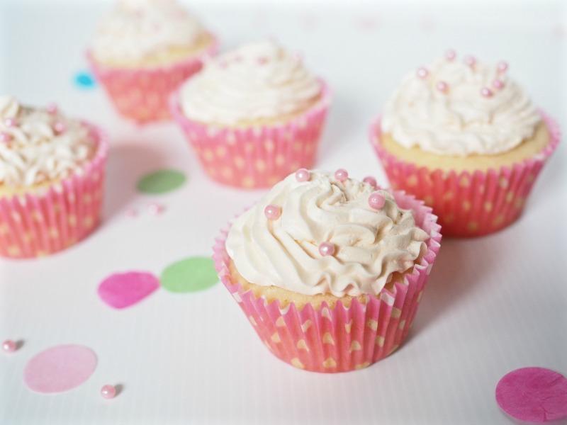 macabella moscato cupcake, macabella, moscato cupcake recipe, moscato buttercream, recipe, champagne and chips, cupcake, buttercream, moscato, macabella